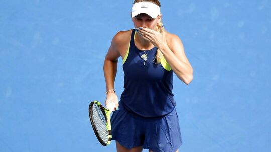 epa06459468 Caroline Wozniacki of Denmark blows a kiss as she celebrates her win against Magdalena Rybarikova of Slovakia in round four on day seven at the Australian Open tennis tournament, in Melbourne, Victoria, Australia, 21 January 2018. EPA/LUKAS COCH AUSTRALIA AND NEW ZEALAND OUT