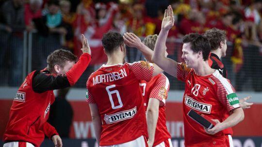 Danmark er med 99 procent sandsynlighed klar til semifinalen inden kampen mod Makedonien, hvis Slovenien tirsdag vinder over Spanien.