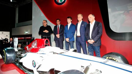 epa06363395 (L-R) Sergio Marchionne, CEO of Fiat Chrysler Automobiles (FCA), Pascal Picci, chairman of the Sauber Holding AG, Formula One drivers Charles Leclerc of Monaco, and Marcus Ericsson of Sweden, and Frederic Vasseur, team principal of the Sauber Motorsport AG, pose for photographers during the presentation of the Alfa Romeo Sauber F1 Team at Museo Storico Alfa Romeo in Arese, near Milan, Italy, 02 December 2017. EPA/MATTEO BAZZI