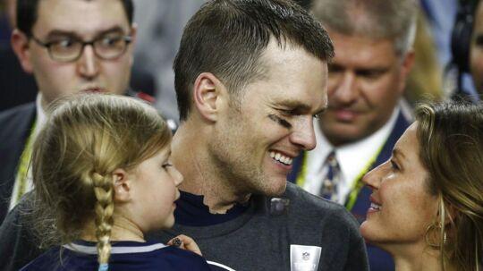 Tom Brady med sin kone Gisele Bundchen og deres datter ved sidste års Super Bowl. EPA/LARRY W. SMITH