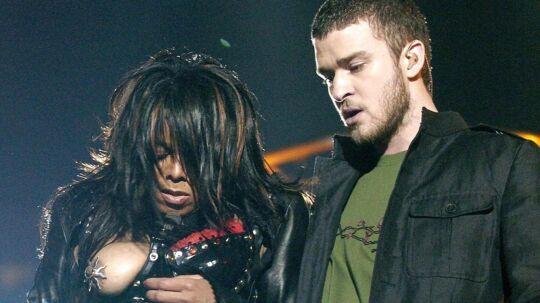 Sådan så det ud under Super Bowl i 2004, da Janet Jacksons højre bryst faldt ud under hendes optræden med Justin Timberlake.