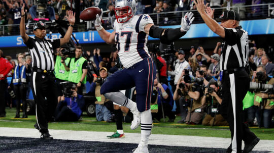 Rob Gronkowski fejrer en touchdown i dette års Super Bowl i Minneapolis. Mens New England Patriots-spilleren var bortrejst, var indbrudstyve på spil i hans hjem nær Boston. Reuters/Kevin Lamarque