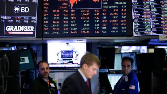 Aktiemarkederne styrrbløder verden over. Hvad betyder det for din pensionsopsparing?