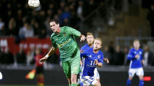 Lyngby (blå trøjer) spiller søndag mod Brøndby. Det har klubben slået fast over for Divisionsforeningen.