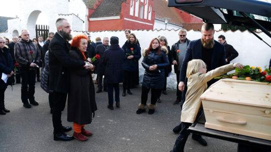 Familien siger det sidste farvel ved skuespilleren Ole Thestrups bisættelse fra Hørby Kirke på Tuse Næs ved Holbæk, lørdag den 10. februar 2018.