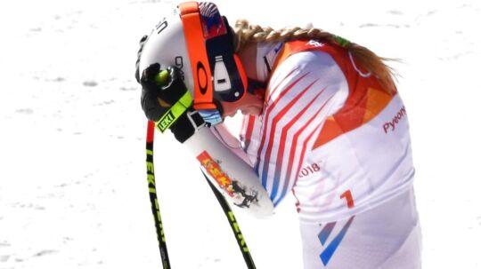 Lindsey Vonn ærgrer sig efter at have krydset målstregen.