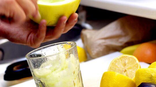 Juice har et naturligt indhold af frugtsukker, der svarer til sodavand. Juice indeholder dog også nogle vitaminer og mineraler. Scanpix/Simon Knudsen