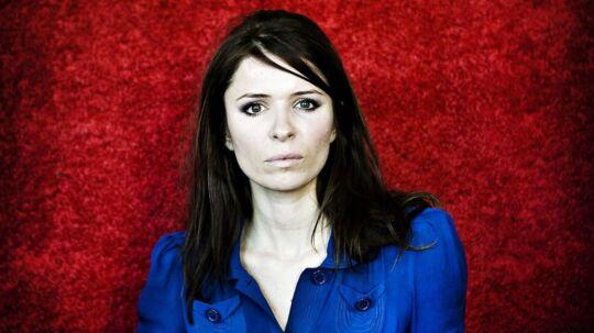 """Kira Skov udgiver nyt soloalbum; """"Look up ahead"""" Kira Skov (født 6. juni 1976) er en dansk sangerinde, der er kendt som frontfigur i rockgruppen Kira & The Kindred Spirits."""