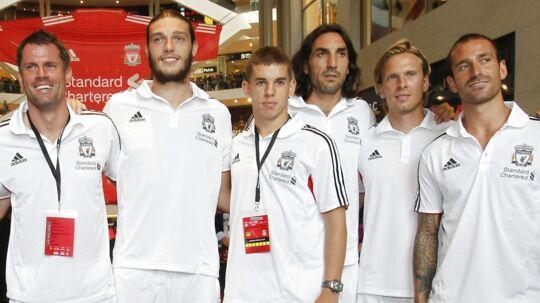 Christian Poulsen (med det lyse hår) i selskab med Liverpool-spillerne Jamie Carragher, Andy Carroll, John Flanagan, Sotirios Kyrgiakos og Raul Meireles. (MALAYSIA - Tags: SPORT SOCCER ENTERTAINMENT)
