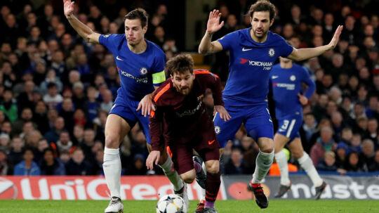 Chelseas Cesc Fabregas forventer en svær opgave i jagten på en kvartfinale i Champions League, efter at Chelsea fik 1-1 hjemme mod FC Barcelona i det første møde i ottendedelsfinalen. Reuters/David Klein