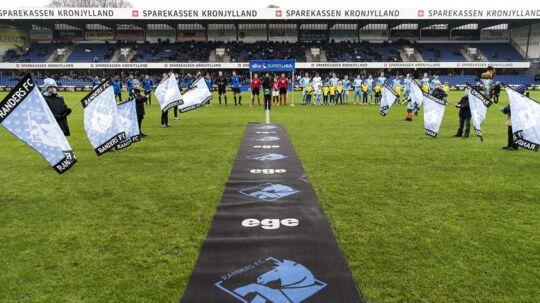 Superligaen bør lytte til tv-bossernes opråb, mener BTs sportschef, Morten Crone Sejersbøl.