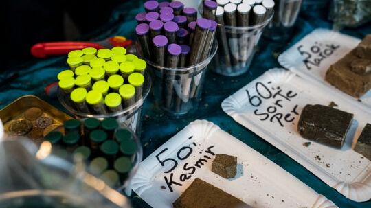 Salg af blandede cannabisprodukter - hash, pot , skunk og joints - på Christiania.