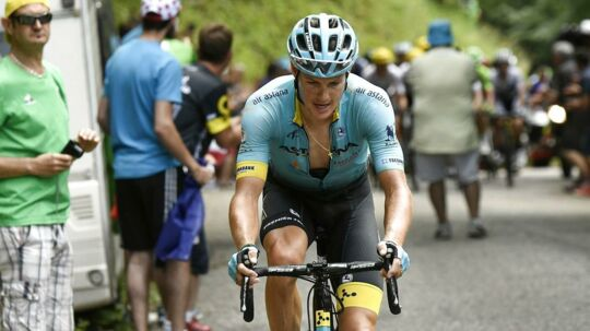 "(ARKIV) Denmark's Jakob Fuglsang rides in a breakaway during the 181, 5 km ninth stage of the 104th edition of the Tour de France cycling race on July 9, 2017 between Nantua and Chambery. PLUS Astana har i denne sæson fået et gedigent dansk islæt. Hele fire danskere kører nu for det kasakhiske hold, hvis ""frihed under ansvar""-tilgang vækker trivsel. (AFP PHOTO / PHILIPPE LOPEZ)"