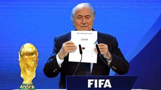 Det var daværende FIFA-boss Joseph Blatter, som kunne annoucere Qatars VM-sejr tilbage i 2010.