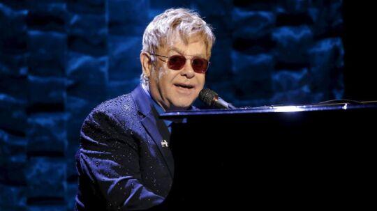 Elton John måtte forleden forlade scenen, fordi en fan generede under en koncert.