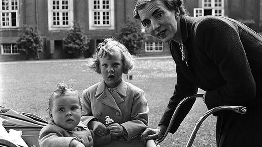 Her ses Prinsesse Benedikte, Prinsesse Margrethe (i midten) og Prinsesse Ingrid. © Lee Miller Archives