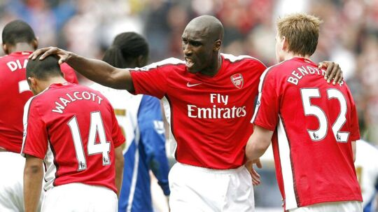 Sol Campbell i aktion for Arsenal.