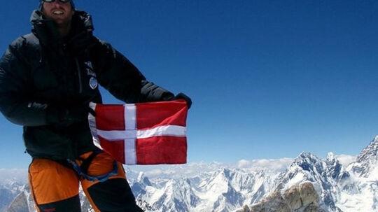 Jakob Urth vil bestige Mount Everest uden brugen af kunstig ilt. Her ses han på toppen af bjerget Gasherbrum 2 i Pakistan. Free/Jakob Urths Instagram
