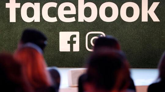 USA og EU kræver svar fra Facebook, efter at det er blevet afsløret, at et analyseselskab, som bistod Donald Trump under den amerikanske præsidentvalgkamp, indsamlede data om 50 millioner af uvidende vælgere via deres Facebook-profiler. Reuters/Yves Herman