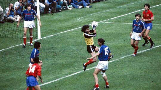 Det spanske hold kom helt frem til finalen ved EM i 1984, hvor det dog blev til et nederlag mod værtsnationen Frankrig.