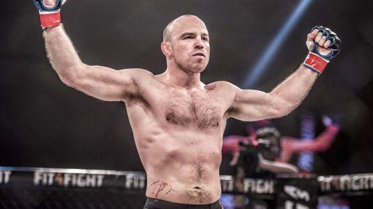 Mark O. Madsen stopper karrieren som bryder og går i stedet efter at nå til tops i kampsporten Mixed Martial Arts (MMA).