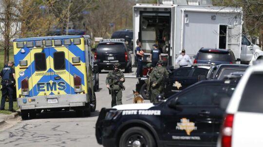 Betjente på gaden i byen Pflugerville. Den 21. marts.