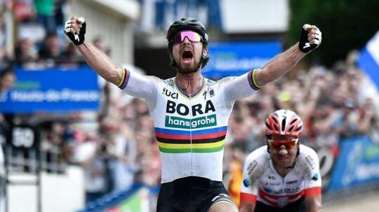 Peter Sagan fejrer sejren.