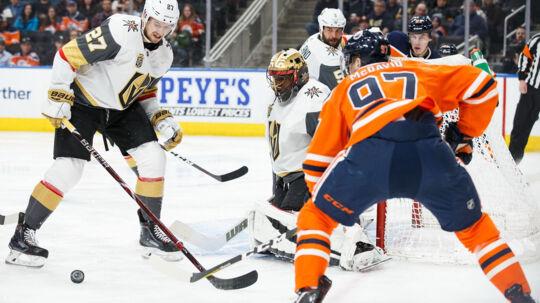 Connor McDavid (th.) var den spiller i NHL, der lavede flest point i sidste sæson. Scanpix/Codie Mclachlan