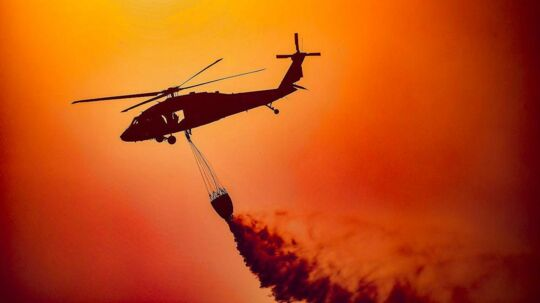 Arkivbilledet her er fra en tilsvarende voldsom naturbrand i Californien, den 9. december 2017.