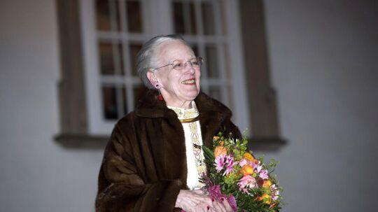 Dronning Margrethe modtager Fredensborg bys fakkeltog i Indre Slotsgaard på Fredensborg Slot, onsdag den 4. april 2018.