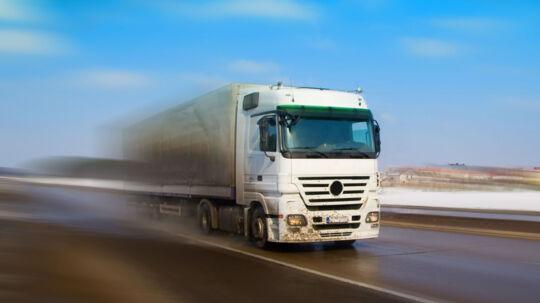 En 49-årig mand er torsdag formiddag omkommet i en arbejdsulykke i Fredericia i et fald fra en lastvognanhænger. Free/Colourbox/arkiv