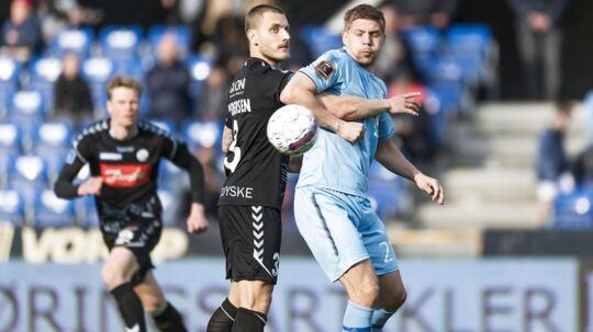 Randers vandt søndag aften 3-0 over Marc Pedersen (tv.) og resten af Sønderjyske-mandskabet.