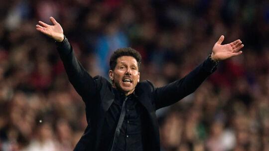 Atlético Madrids cheftræner, Diego Simeone, var som vanligt engageret på sidelinjen under kampen mod Betis. Scanpix/Oscar Del Pozo