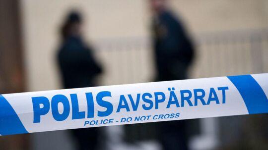 En ung kvinde er natten til torsdag død efter et fald fra en balkon i Stockholm. Nu er en mand i 30'erne anholdt og mistænkt for drab i sagen.
