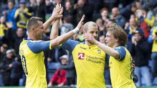Kamil Wilczek, Simon Tibbling jubler sammen med Teemu Pukki efter hans scoring til 2-0 under pokalsemifinalen i Brøndby mellem Brøndby IF og FC Midtjylland