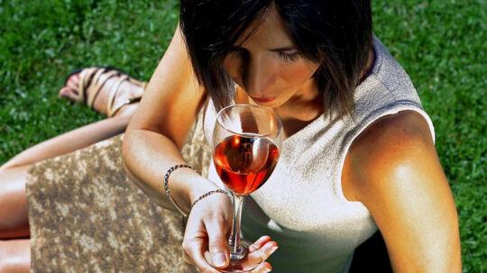 De seneste år er der sket et stort boom i udvalget af rosé i butikkerne, vurderer vinkyper Malene Smidt Hertz og sommelier Heine Egelund. Free/Colourbox