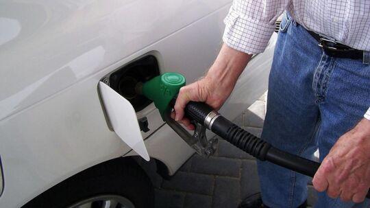Benzinpriserne kommer ikke til at tage himmelflugt efter skrotningen af atomaftalen, vurderer ekspert. Arkivfoto