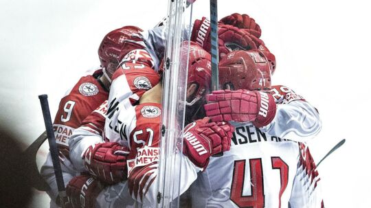 De danske ishockeyspillere forventer en hård og jævnbyrdig fight, når Danmark fredag eftermiddag tager imod Norge til VM i ishockey.