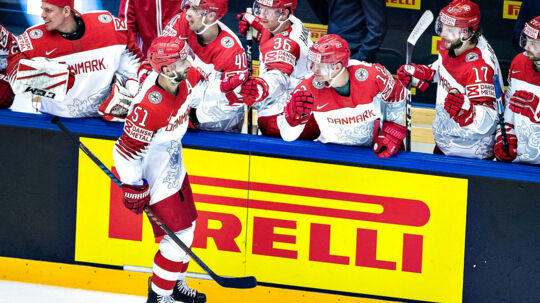 Frans Nielsen jubler sammen med holdkammeraterne på det danske landshold over hans scoring til 1-0 i kampen forleden mod Finland.