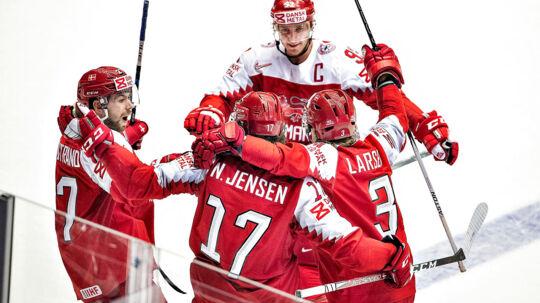 Nicklas Jensen har scoret til 1-0 i Danmarks kamp ved ishockey-VM mod Norge.