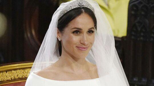 Meghan Markles kjole minder meget om den, kronprinsesse Mary bar til sit bryllup, vurderer flere eksperter.
