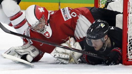Målmand Leonardo Genoni blev den helt store helt for Schweiz i VM-semifinalen mod Canada. Reuters/Grigory Dukor