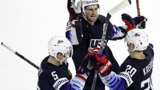 Chris Kreider scorede både USA's første og sidste mål, da Canada blev slået med 4-1. Reuters/David W Cerny