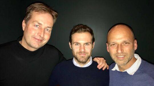 Kasper Hjulmand, tv, er allerede medlem af Common Goal, som er stiftet af manden i midten Juan Mata. Til højre står Jürgen Griesbeck fra streetfootballworld. Privatfoto