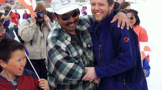 Betagelsen:  Kunngissaq Frederik, som kronprinsen hedder i Grønland, modtages i Qaanaaq efter fire måneders slæderejse. I dag bærer en del af Nordøstgrønland kronprinsens navn. Scanpix/Keld Navntoft