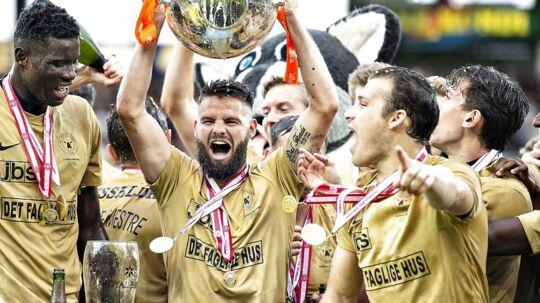 FC Midtjyllands Marc Dal Hende med pokalen efter sejren og Danmarksmesterskabet i Alka Superliga mesterskabsspil kampen FC Midtjylland mod AC Horsens på MCH-Arena i Herning, 21. maj 2018.