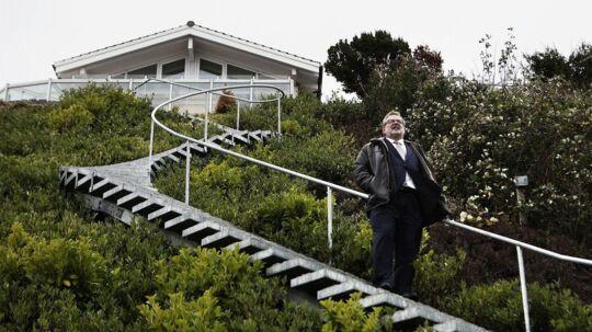 Boligspekulant Ole Vagner har mistet mange millioner gennem finanskrisen. Her fotograferet foran sin villa i Vedbæk.