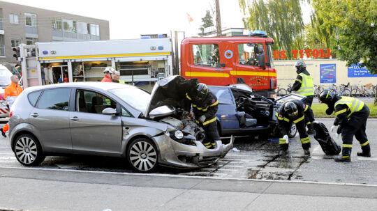 En 23-årig mand dræbte den 48-årig Bjarne Christensen, da han lørdag kørte overfor rødt lys i et kryds ved Damhussøen nord for København. Den 23-årige var påvirket af kokain.