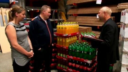 Jonas og Susanne bliver præsenteret for, hvor alle deres penge forsvinder hen. (Screendump/TV3)