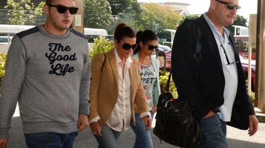 Jules Bianchis nærmeste ved hospitalet i Japan. Fra venstre hans Tom, mor Christine, søster Melanie og far Philippe.